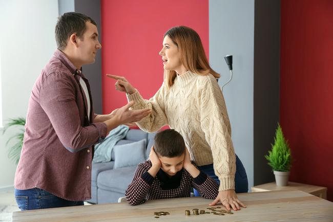 Какие документы нужны для оформления алиментов на ребенка после развода, когда бывший супруг отказывается помогать
